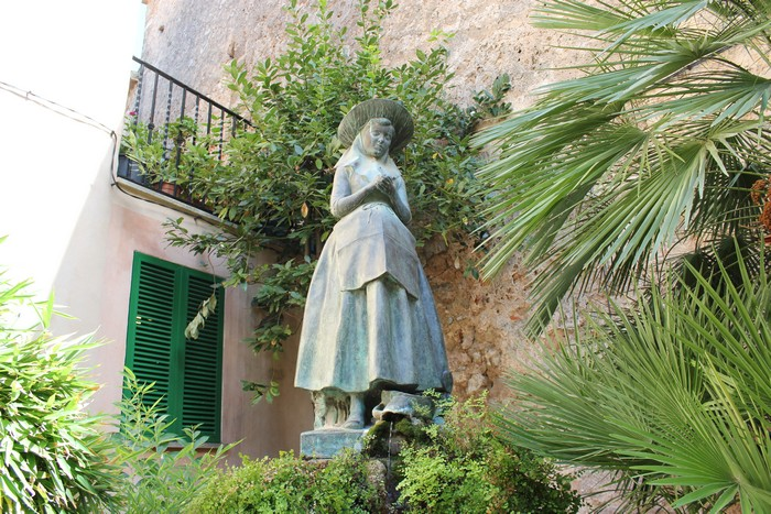 Valldemossa Catalina Thomas